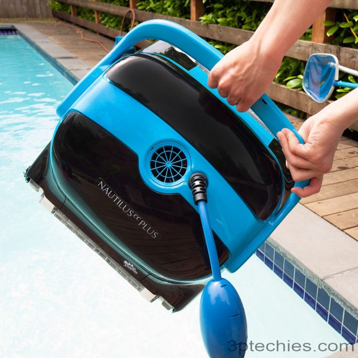 how robotic pool cleaner works